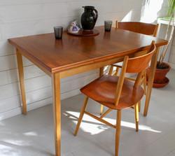 Vintage ruokapöytä ulosvedettävällä jatkolla, kansi teak, 1950-60 lukua