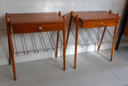 60-luvun yöpöydät / sivupöydät lehtitelineellä, teak, myydään parina