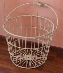 Vintage rautalankakori, pinta muovitettu, kantokahvalla