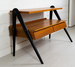 50-luvun teak sivupöytä / lipasto / kukkapöytä / tv-pöytä