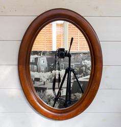 Vanha soikean mallinen peili