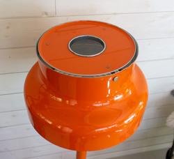 Oranssi Bumling lattiavalaisin, design Anders Pehrson