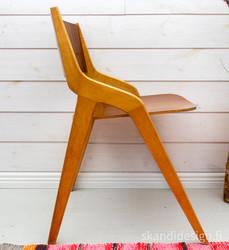 Kaunismuotoinen 50-luvun tuoli