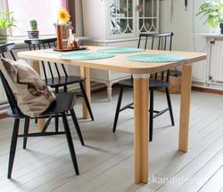 Ruokapöytä Artek holkkijaloilla