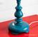 Vanha upean värinen pöytälamppu, puuta