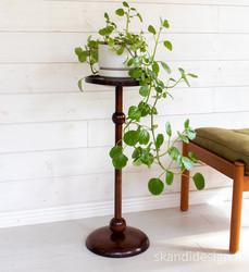 Puinen kukkapylväs, korkeus 70 cm