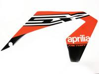 Etukatteen tarra (oikea, punainen), Aprilia RX/SX 18->