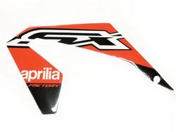 Etukatteen tarra (vasen, punainen), Aprilia RX/SX 18->