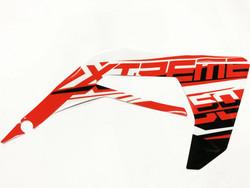 Etukatteen tarra (puna/valko/musta, oikea), Derbi Senda X-Treme 18->