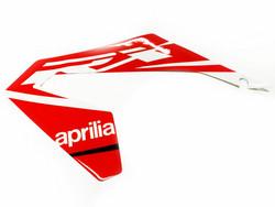 Etukatteen tarra (vasen, puna/valko), Aprilia RX/SX 18->