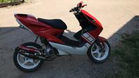 TNT takakate (vasen), punainen, Yamaha Aerox