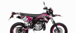 Stage6 tarrasarja pinkki, Yamaha DT