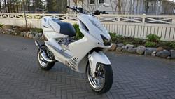 TNT alakate, valkoinen, Yamaha Aerox