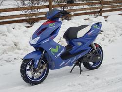 Penkinpäällinen musta/valko, Yamaha Aerox