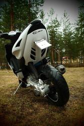 STR8 Black Line tummennettu LED-takavalo, Yamaha Aerox <-12