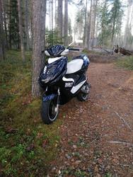 STR8 Penkinpäällinen valkoinen, Yamaha Aerox