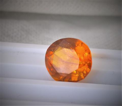 Burmalainen luonnollinen harvinaisuus 100milj. vuotta vanha viistehiottu Burmite / meripihka (amber )