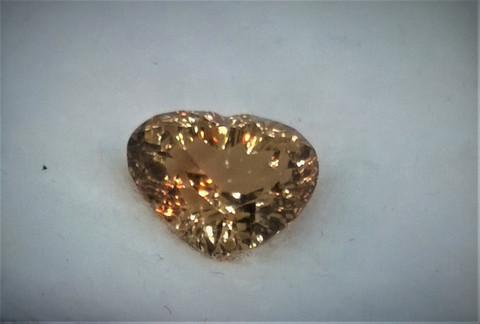 Imperial topaz , loistavan säkenöivä sydän hionta 8,8mm / 13,4mm