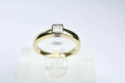 Kultainen timanttisormus / kultakeskus princess hionta
