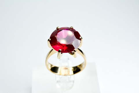 10ct / 14mm vintage  kultainen  rubiini ( synt. ) sormus uutta vastaavassa kunnossa