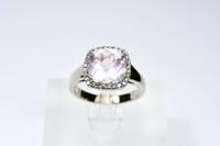 Valkokultainen pinkki Morganiitti sormus timanteilla