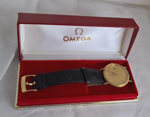 kultainen Omega valmiina juhla- ja päivittäiskäyttöön