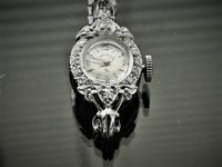 uniikki valko kultainen timanttikello Lady Elgin