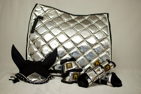 Horse modern design Metallic Silver-setti
