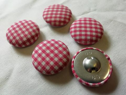 Kangaspäälysteinen nappi, ISO pinkki ruudullinen 5 kpl