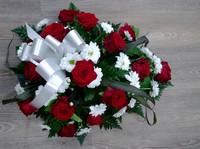 Punainen ruusu, krysanteemi