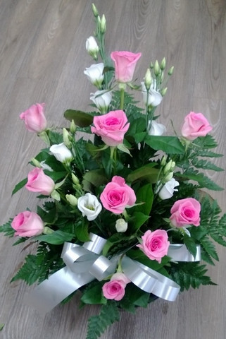 Vaalenpunaiset ruusut