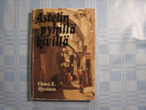 Astelin pyhillä kivillä, Väinö E. Hyvönen