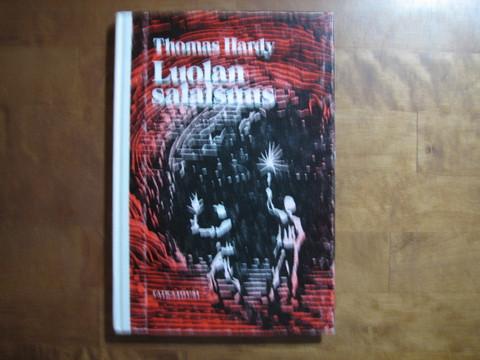 Luolan salaisuus, Thomas Hardy