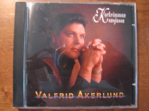 Korkeimman suojassa, Valfrid Åkerlund