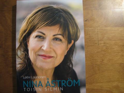 Toisin silmin, Nina Åström, Leevi Launonen, d2