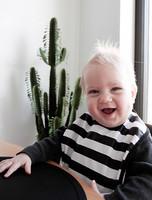 Baby Wallaby Ruokalappu (mustavalkoraidallinen)