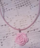 Vaaleanpinkki ruusukaulakoru