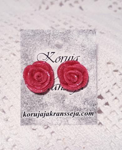 Pinkki ruusunappikorvakoru