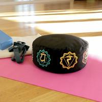 Yoga Mad - Zafu kirjailtu meditaatiotyyny