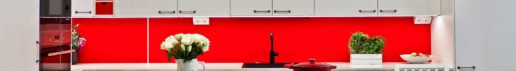 Peggyn pieneen punaiseen keittiöön uusi liesituuletin