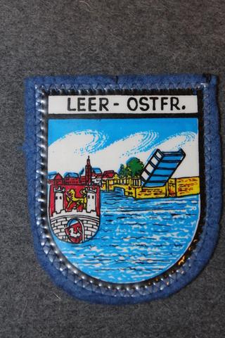Leer-Ostfr. matkamuisto kangasmerkki.