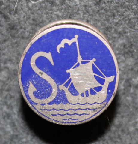 S sailing club, buttonhole pin.