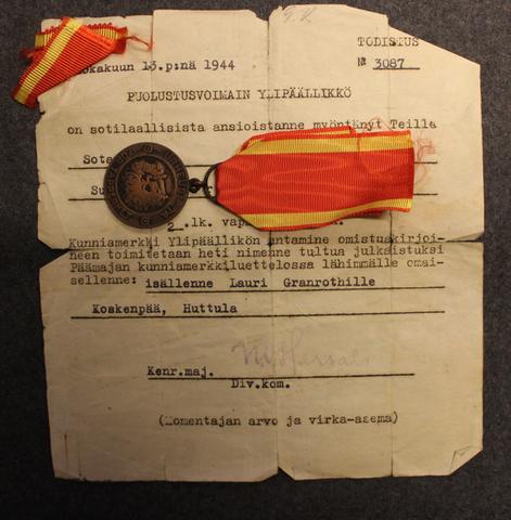Vapaudenmitali 2lk 1941 + paperit