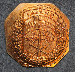 WW2 Finnish army, Laat. K.P. X21 1939-40 badge, baseplate.