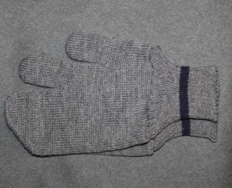 Finnish army wool mittens, w/ trigger finger.