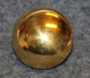 Kullrig Knapp, Drottning Victoria, round button of Queen Victoria of Sweden Pre 1930, 18mm gilt