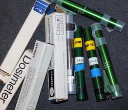 Dosimetri, henkilökohtainen säteilynmittauslaite.