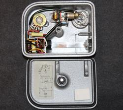 Stephen varauslaite dosimetrille ( henkilökohtainen säteilynmittauslaite. )