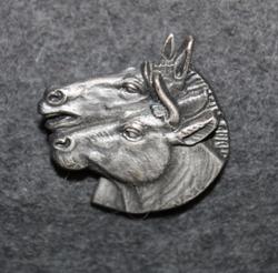Svenska Blå Stjärnan, horse and ox.