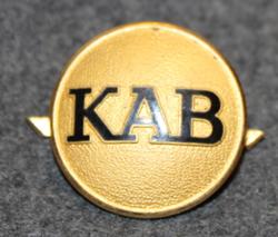 KAB Karlholms ABm 25mm kullattu, lakkinappi / kokardi